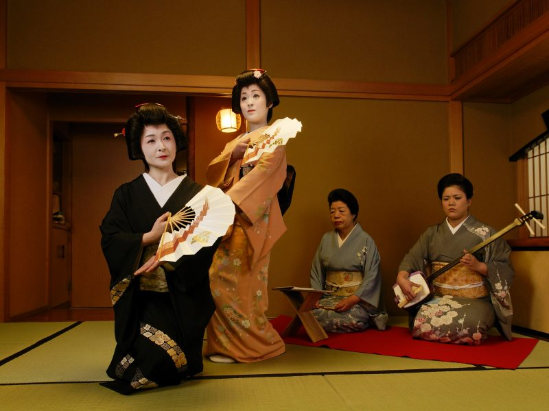 geisha performing music japan