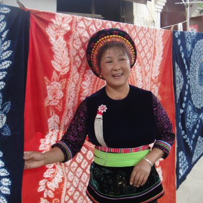 """Bai people and their unique """"Tie-dye"""" technique ( Folk Art in China)"""