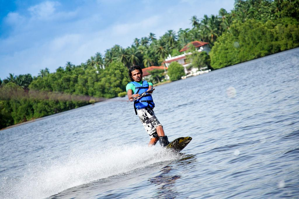 water skiing bentota sri lanka